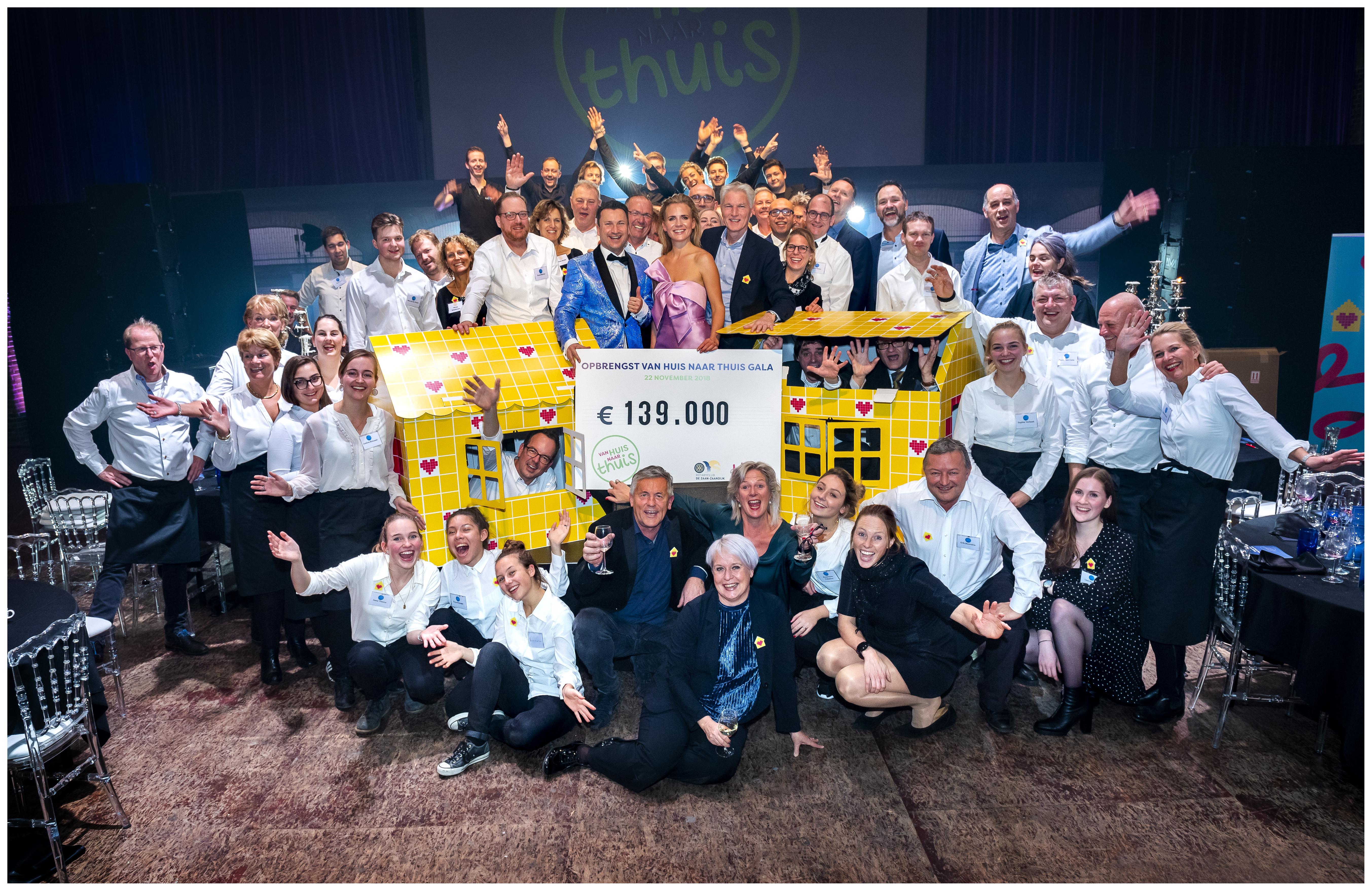 Alleen maar blije gezichten bij het gala van Rotaryclub De Zaan Zaandijk. (Foto: Bart Homburg)