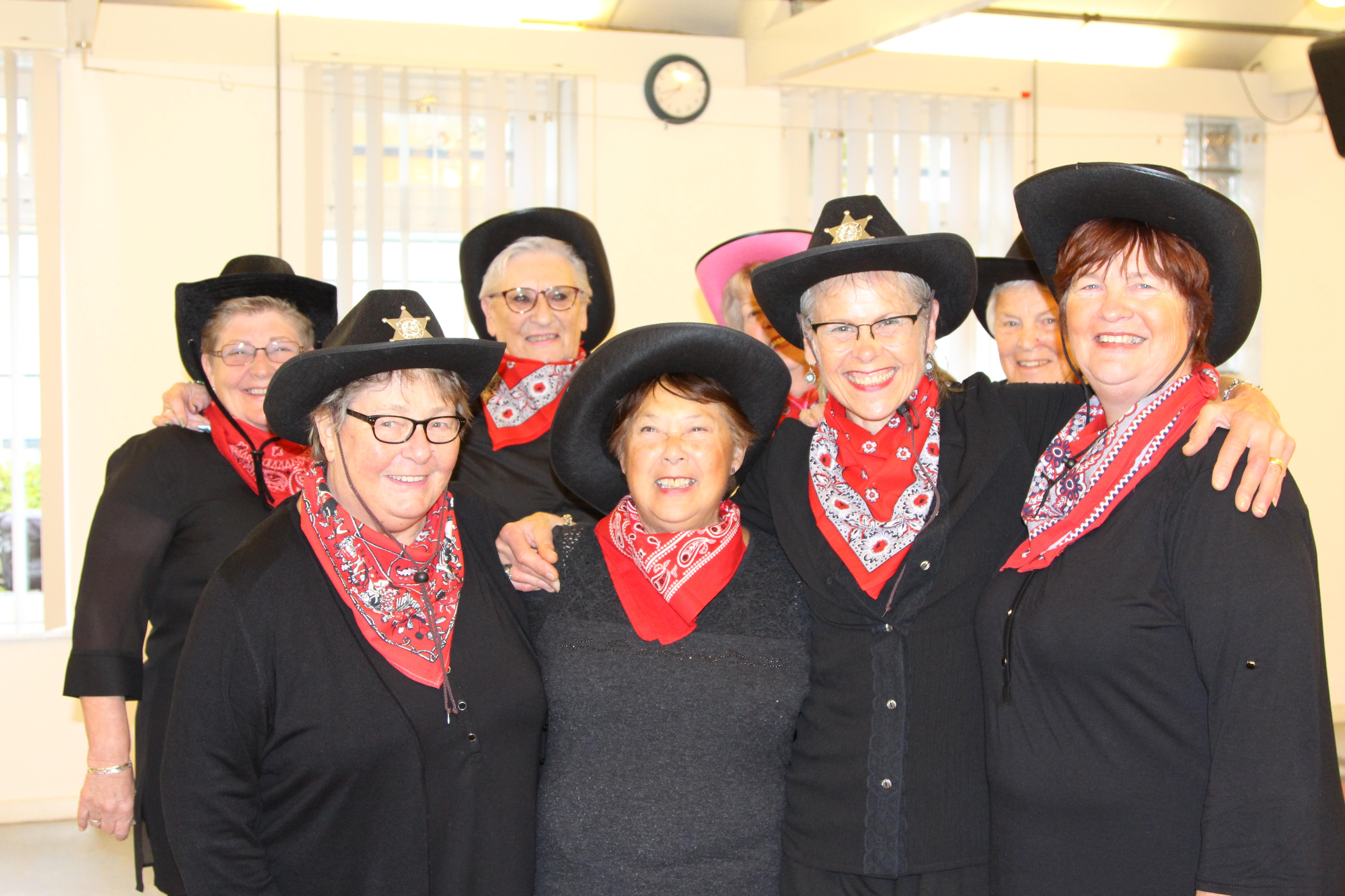 De Linedance Lady's maken samen dansplezier. (Foto: Bea Stekelenburg)