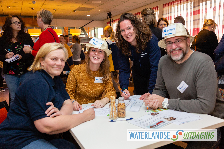 Angela en Maarten van cultureel centrum De Bolder in Monnickendam wisten een match te maken met vertegenwoordigsters van Van 't Hek uit Zuidoostbeemster. (Foto: Els Broers)