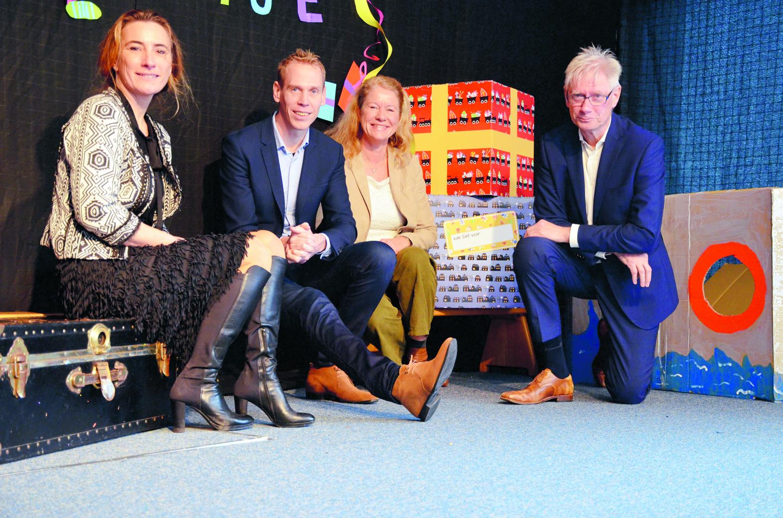 V.l.n.r.: Monique Mul (Stichting Kinderopvang Langedijk), Nils Langedijk (wethouder gemeente Langedijk), Gea Koops (Stichting Atrium) en Henk Westerink (Horizon Zorgcentrum).
