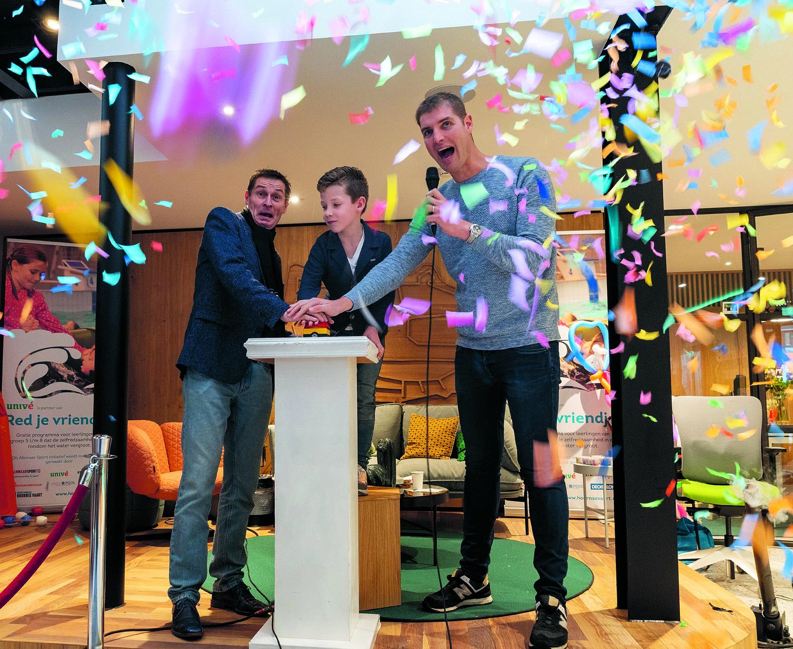 Olympisch kampioen Maarten van der Weijden (rechts) verzorgde zaterdag 1 december de kick off van 'Red je vriendje'. (Foto: aangeleverd)