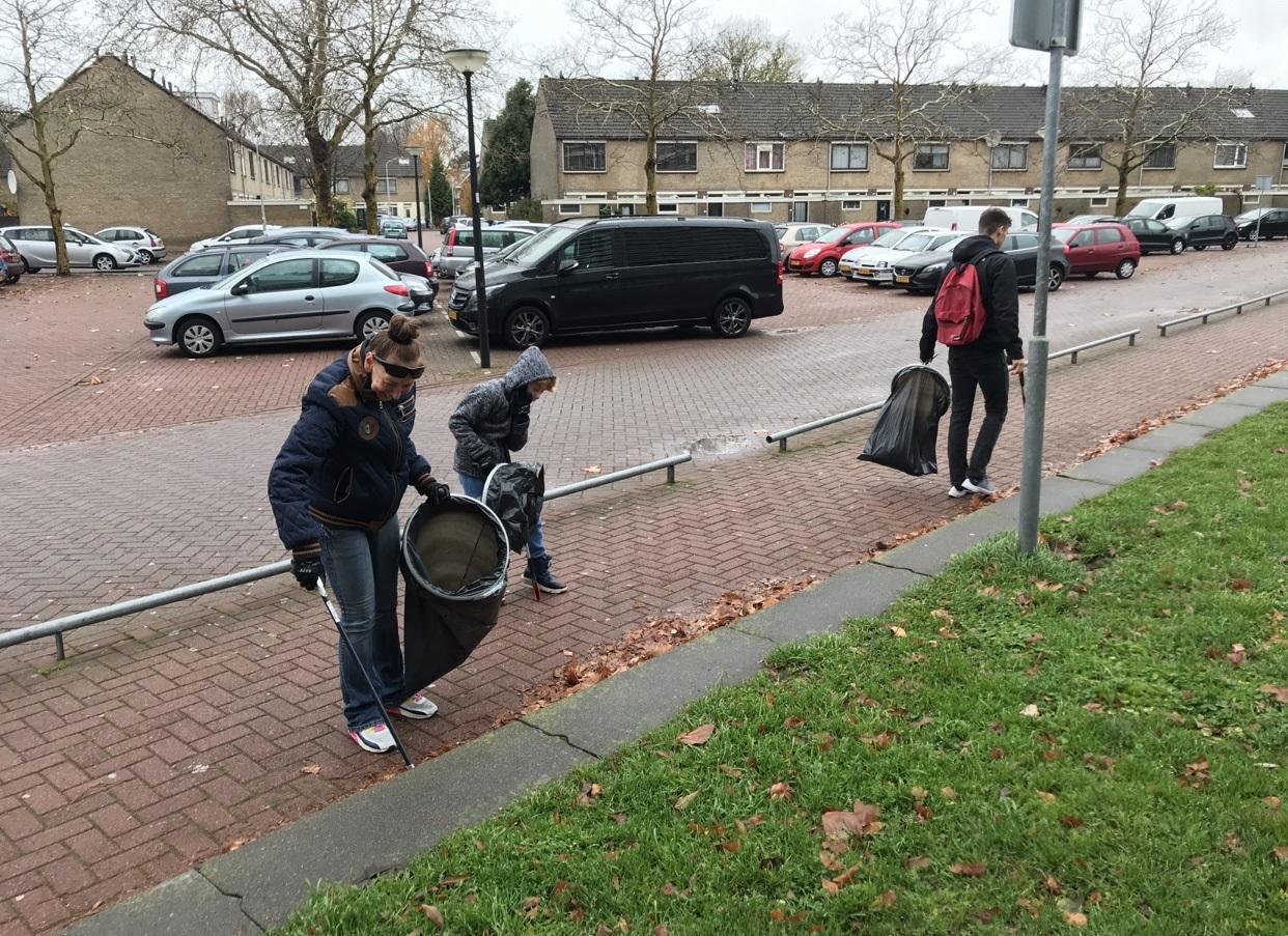 Een aantal bewoners van de Brandaris nam deel aan de actie. (Foto: aangeleverd)