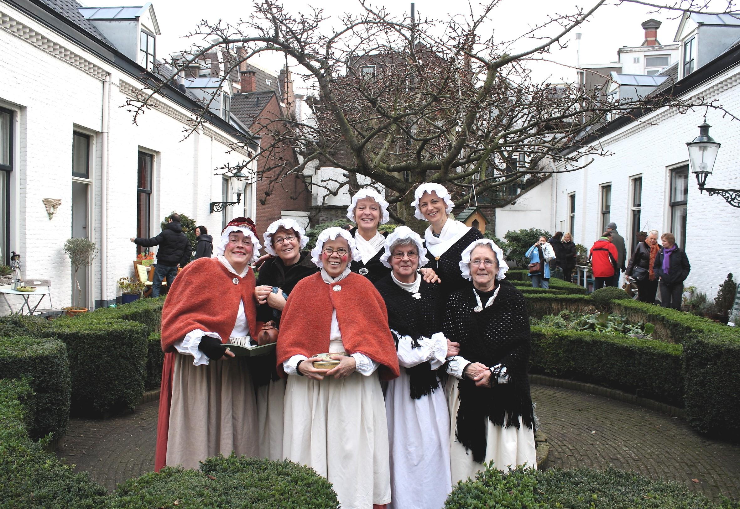 Hofdames terug in de tijd (Foto: Willem Brand)