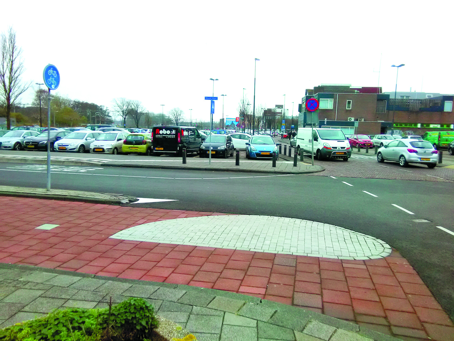 Ook op het parkeerterrein Meerplein was geen plaats meer. (FOTO EN TEKST: CO BACKER)