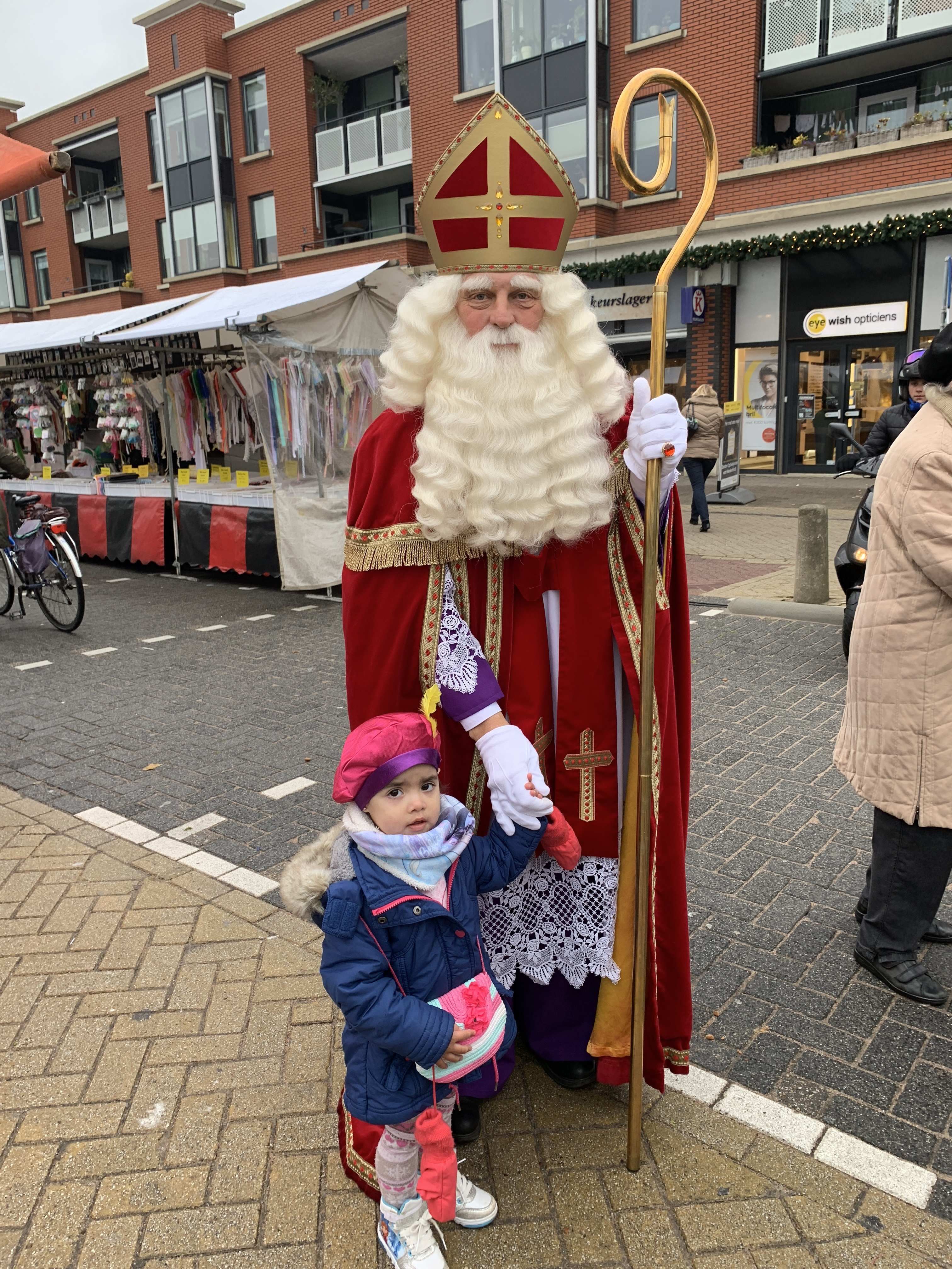 Met Sinterklaas op de foto. (Foto: YvdD)