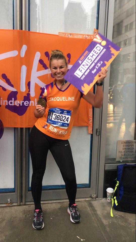 Jacqueline vorig jaar na de Marathon van New York. (FOTO: AANGELEVERD)