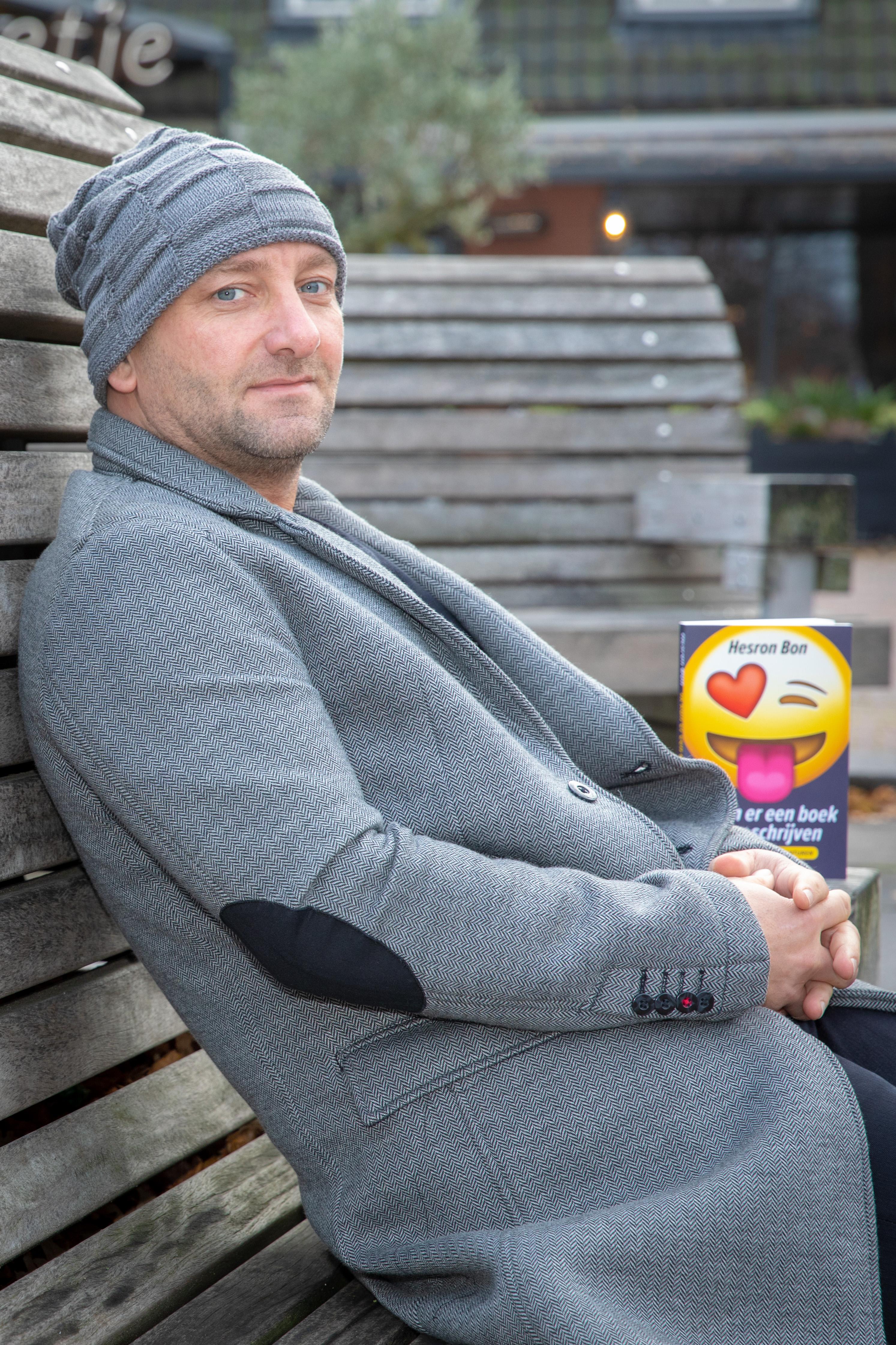 Bergenaar Hesron Bon schreef een akelig eerlijk boek over zijn zoektocht naar liefde op het werelwijde web. (foto: Vincent de Vries/RM) rodi.nl © rodi