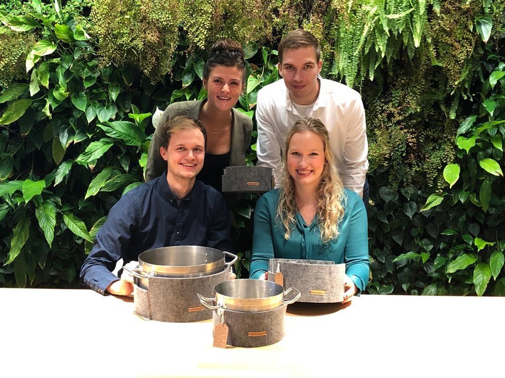 De bedenkers van de pannenwand: Maud (lb), Pieter (rb), Martijn en Merel. (Foto: aangeleverd)