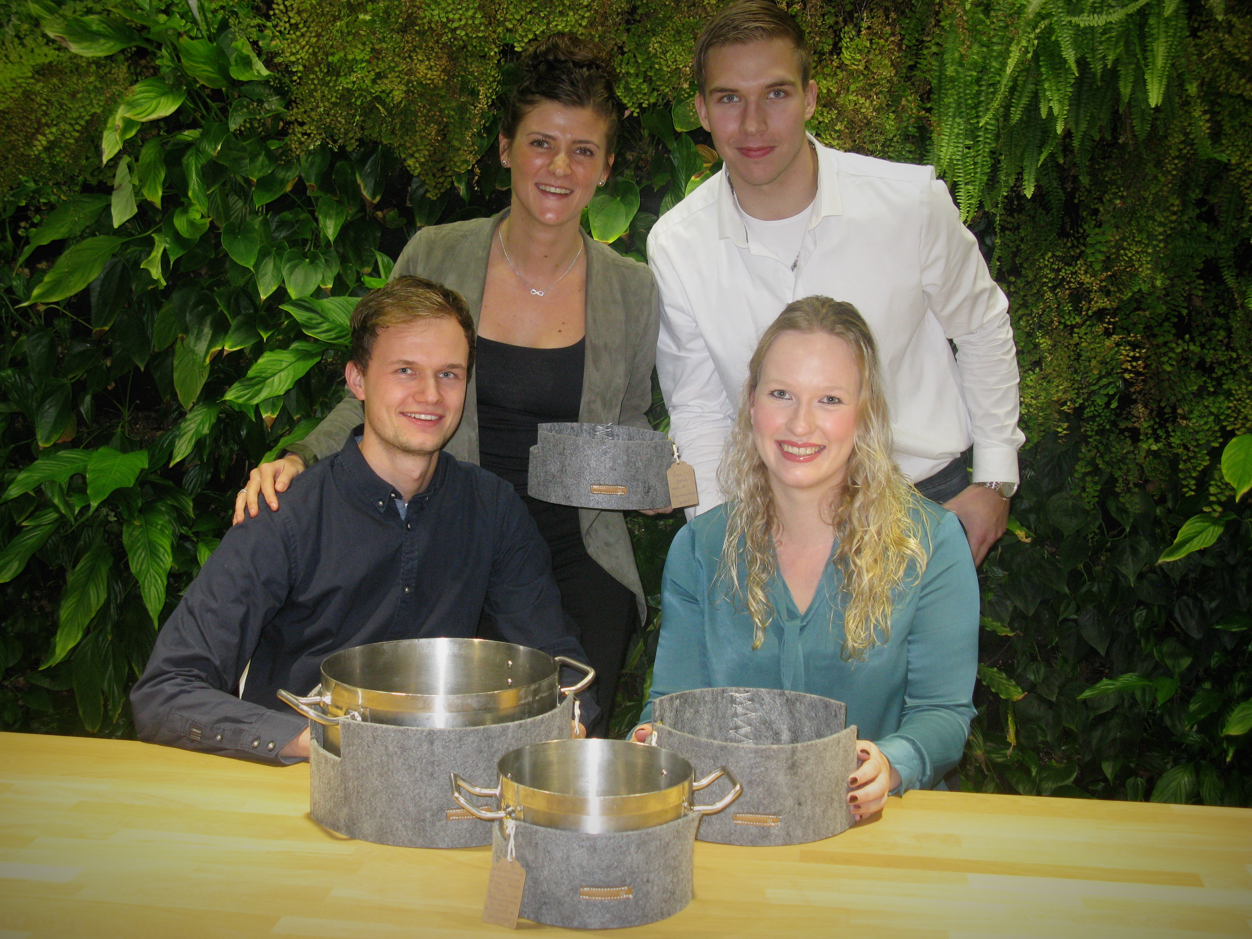 De bedenkers van de pannenwand: Maud (lb), Pieter (rb), Martijn en Merel. (Foto: aangeleverd) rodi.nl © rodi