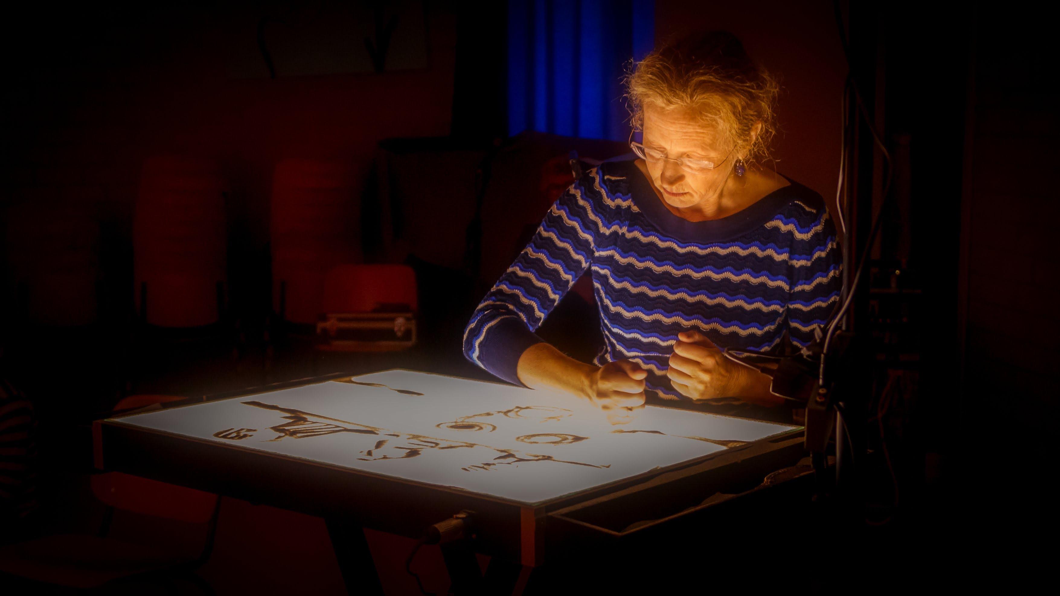 Sylvia Wijbenga is een zandkunstenaar. Weten wat ze kan? Kom dan naar Het Perfectste Feest Ooit. (Foto: aangeleverd)