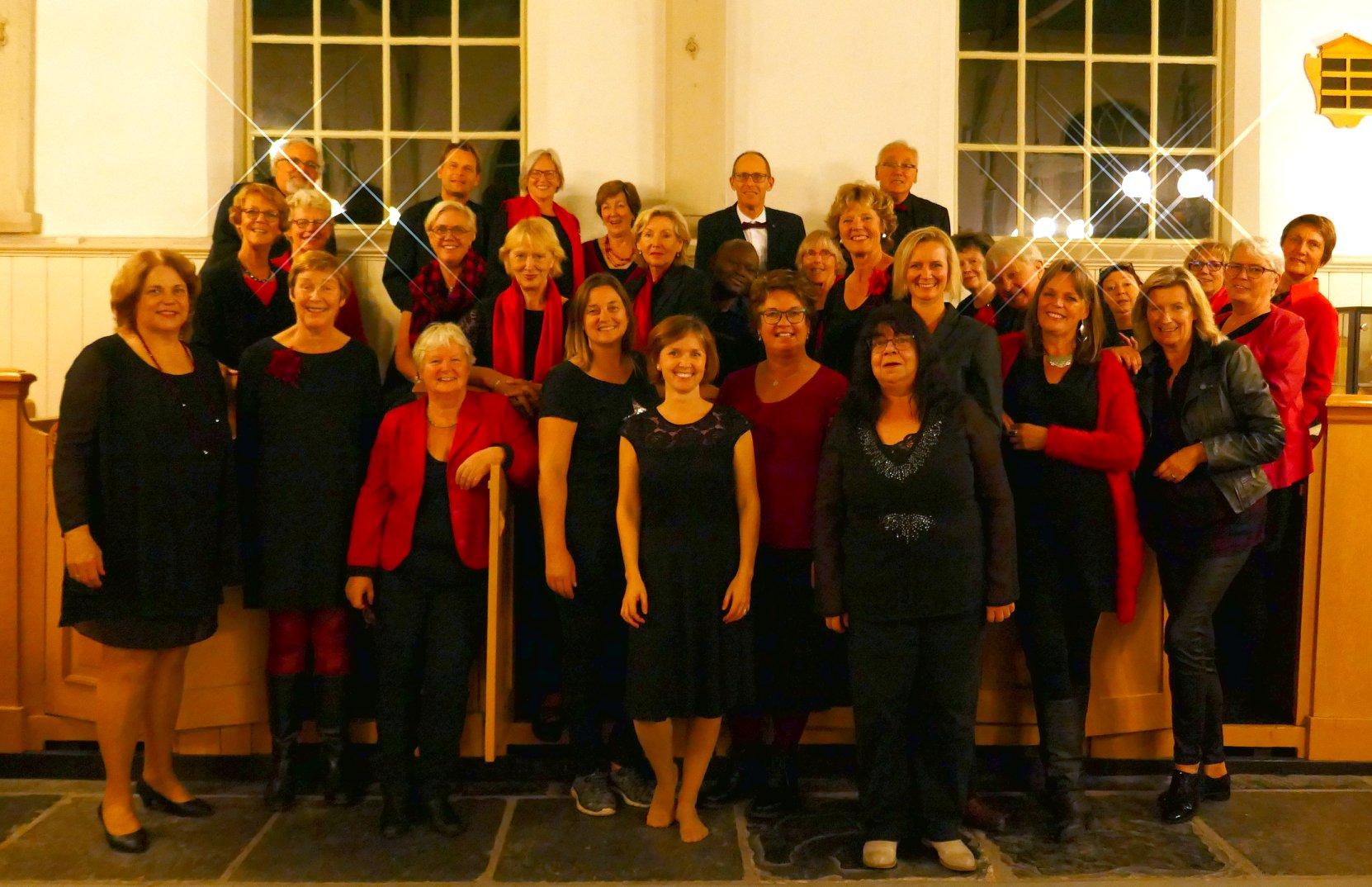 Ooker - een koor met spirit - verzorgt een kerstconcert in de dorpskerk in Blokker. (Foto: aangeleverd)