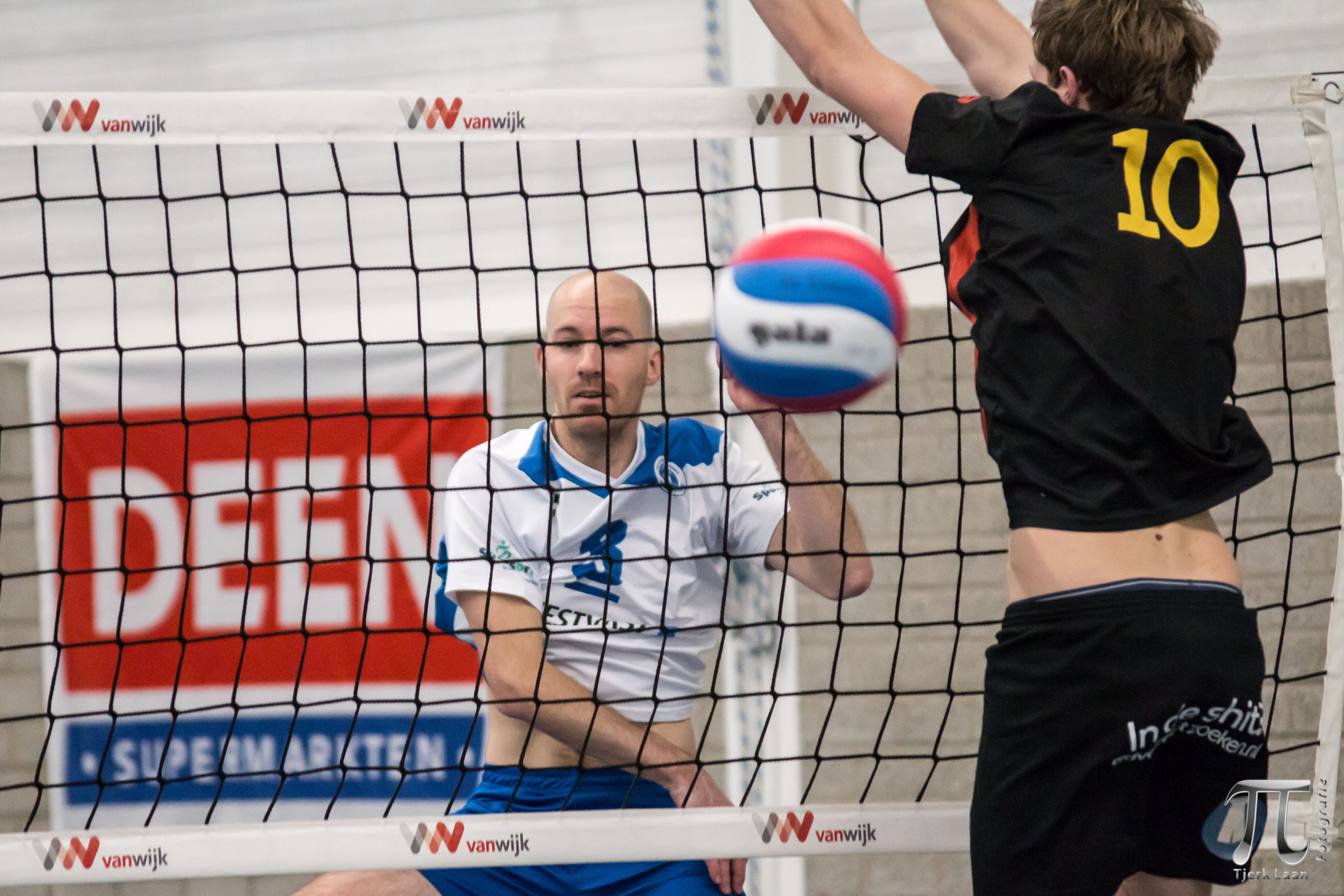 Compaen-vedette Michiel Majoor verschalkt Gert van der Lugt. (Foto: Tjerk Laan Fotografie)