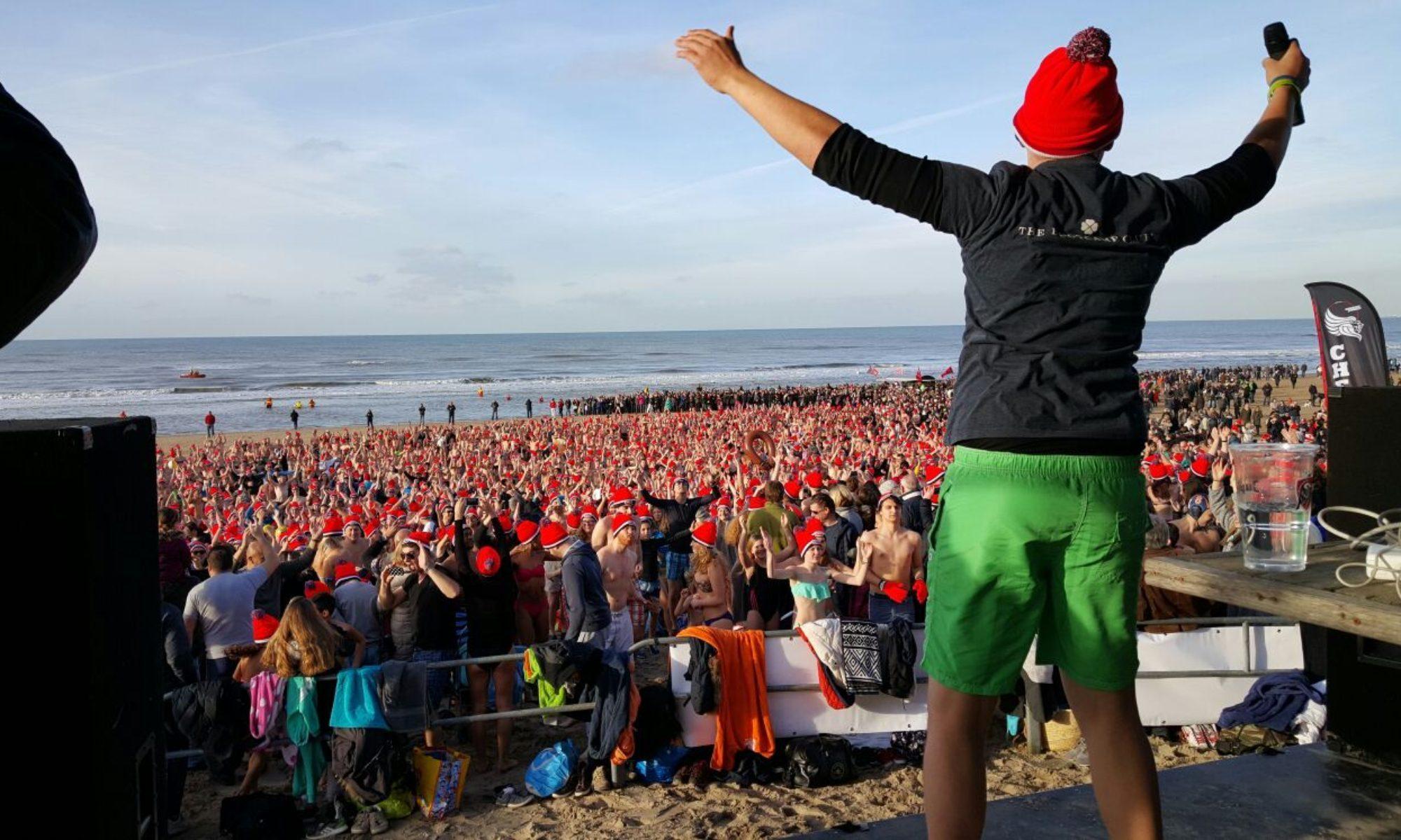 ( Foto: Nieuwjaarsduik Zandvoort)