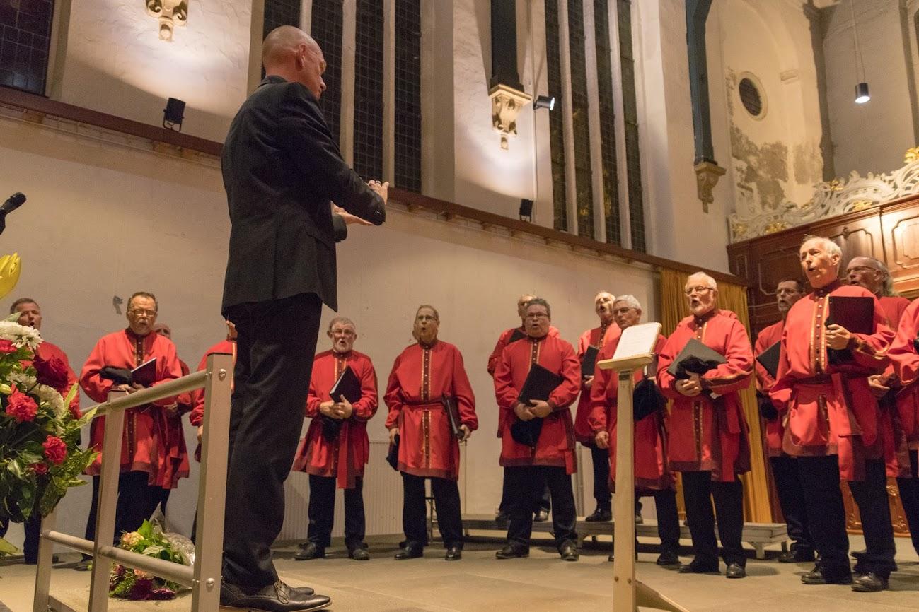 Het Byzantijns Mannenkoor laat het publiek genieten van Russische en Oekraïense liederen. (Foto: aangeleverd)