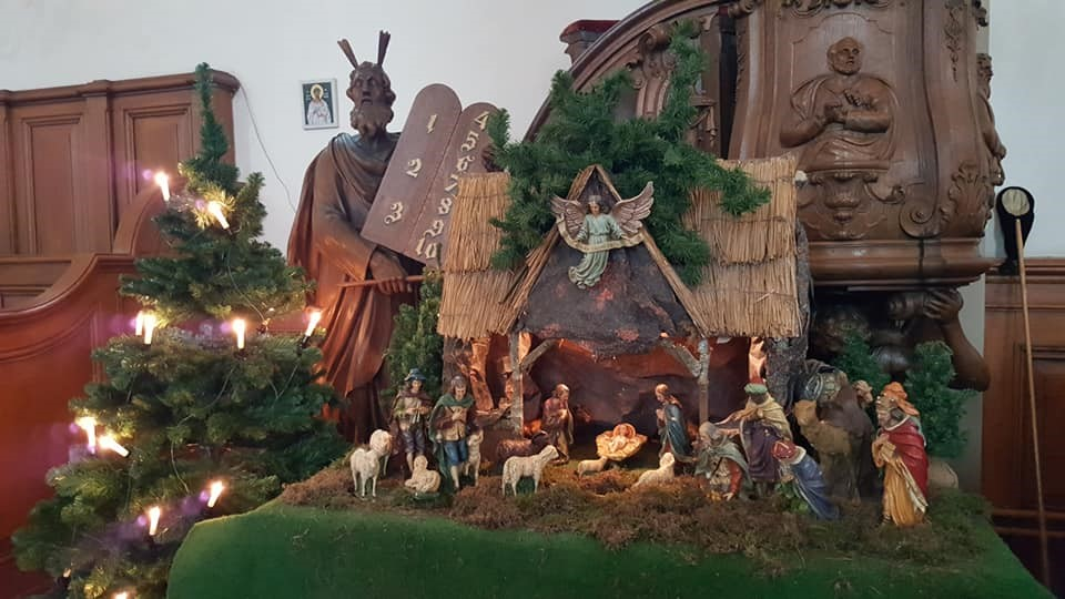 De kerststal in de Oud-Katholieke Kerk van de H. Agnes te Egmond aan Zee. (Foto: aangeleverd)