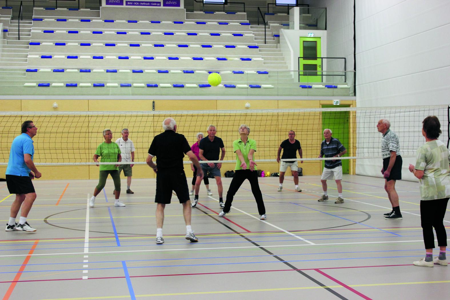 Na alle oefeningen kunnen de deelnemers van Seniorenvereniging Sport 55 kiezen uit diverse sporten. (Foto: aangeleverd)