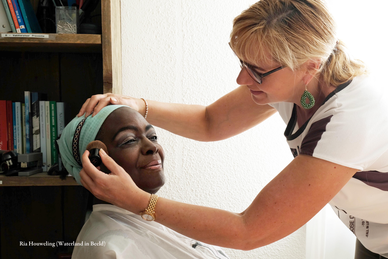 Dames die -op welke manier dan ook -met kanker te maken hebben werden in het zonnetje gezet bij Huis aan het water. (Foto's: Ria Houweling-Bouwman) rodi.nl © rodi