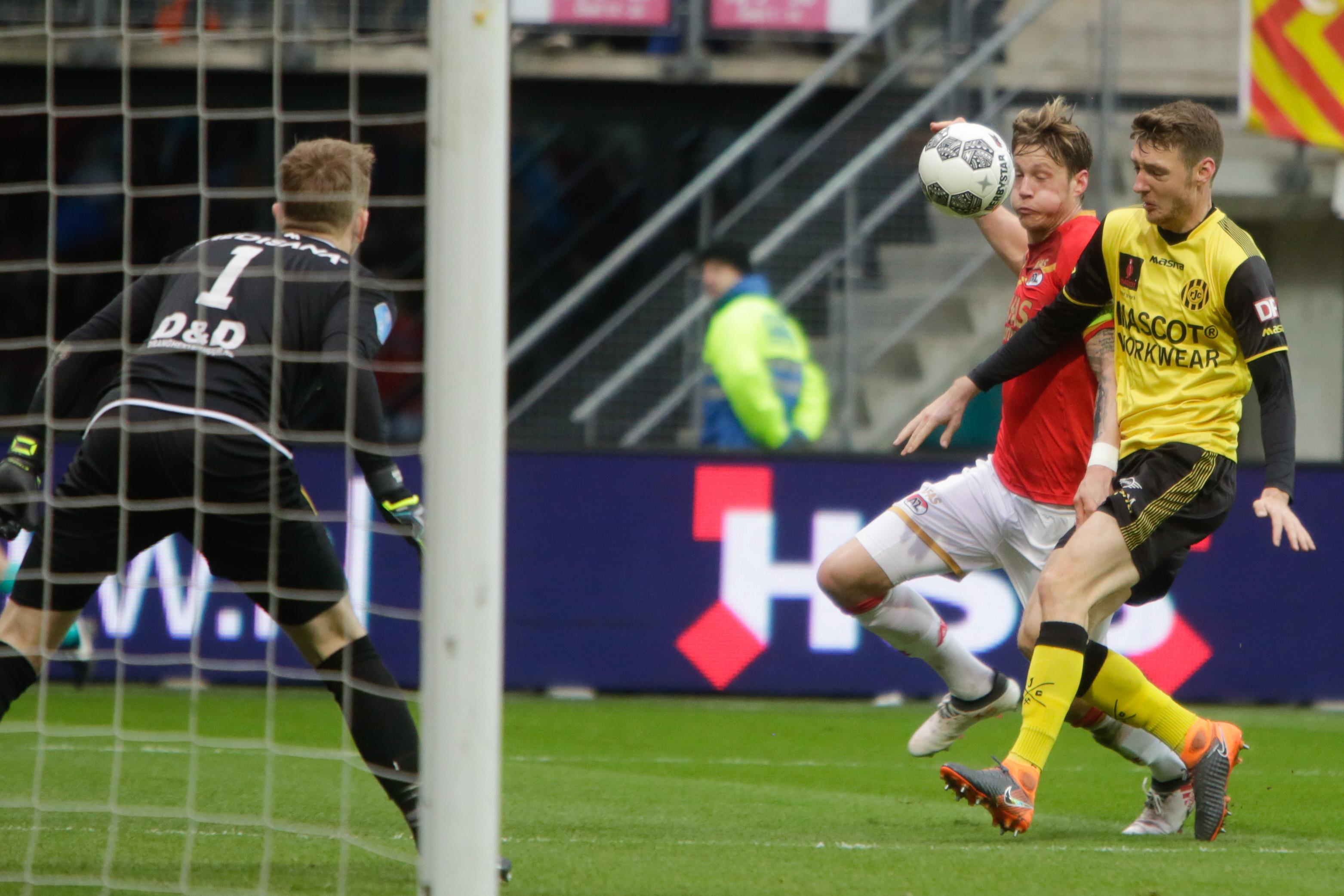 Stiftje van Overeem mist het doel net voor de 3-2. (Foto: Vincent de Vries/RM) rodi.nl © rodi