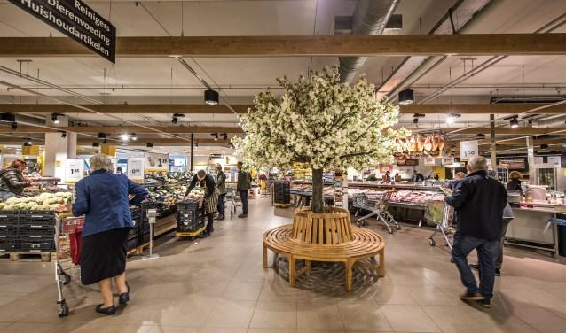 Het resultaat van de verbouwing mag er zijn, met name de erdoor gewonnen ruimte in de winkel! (Foto: Jos Uijtdehaage)