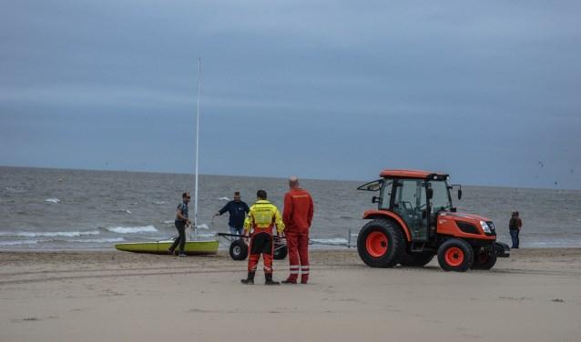 Het bootje en de eigenaar waren snel op het droge (Foto: Erik Terpstra)