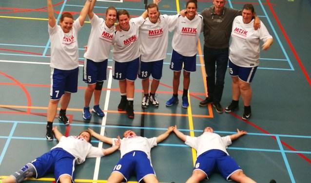De dames waren blij met deze mooie overwinning!