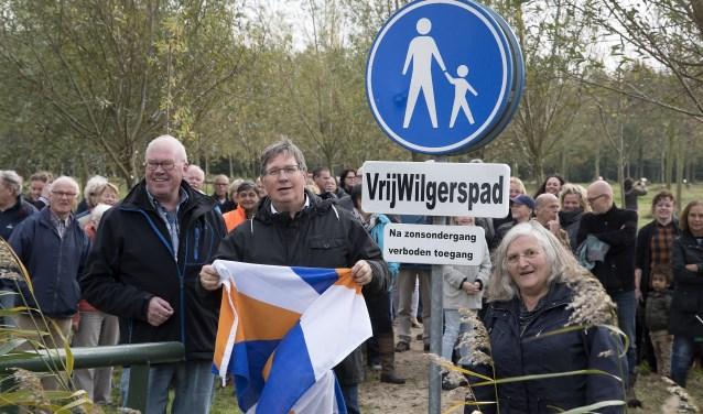 De onthulling van het bord werd gedaan door burgemeester Gregor Rensen (Foto: Jos Uijtdehaage)