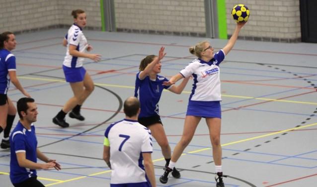 De korfballers van SC Olympia zijn de competitie in de zaal prima gestart met winst tegen Hebbes.