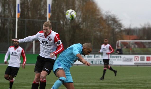 Marvin Godschalk hier nog met 'kek staartje' scoorde de 1-4 voor Brielle bij Heinenoord. * Archieffoto: Wil van Balen.