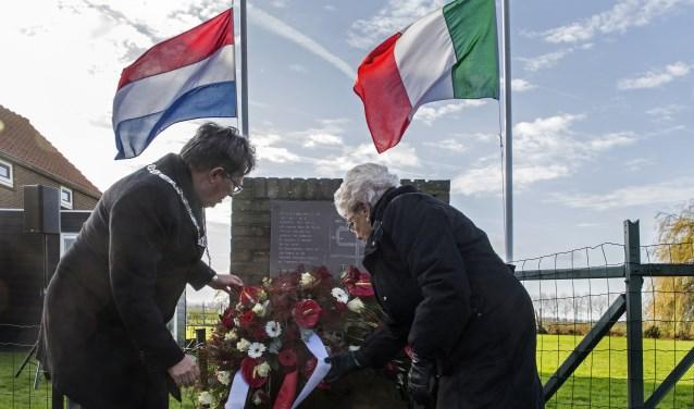 Na het leggen van de kransen en een toespraak van burgemeester Gregor Rensen volgde nog een minuut stilte voor de slachtoffers