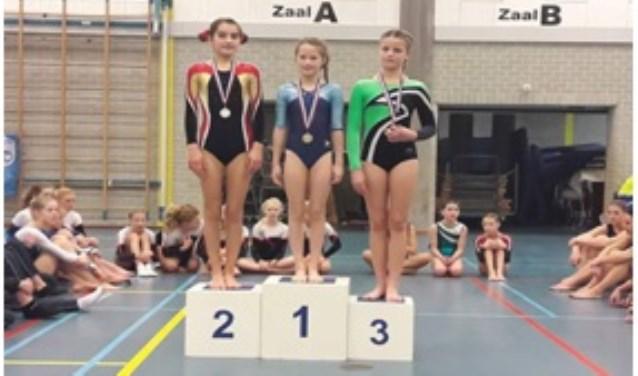 RTC-turnster Eva van Oeveren won een zilveren medaille in de turncompetitie van Voorne-Putten en Rozenburg.