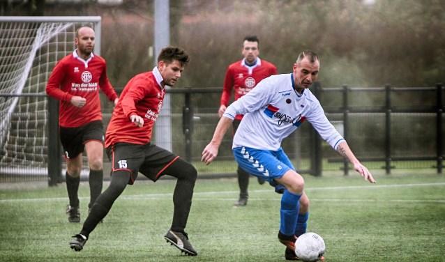 Mike Kortsmit speelde voor SC Botlek tegen Zinkwegse Boys zijn 250-ste wedstrijd.