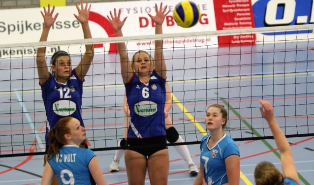 Lyllou de Koning (12) en Romilda Jellema (6) vochten met hun teamgenoten van Spivo voor elk punt.
