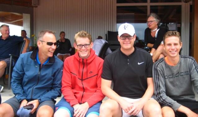 Hadde van Reek en Kevin Slee (midden) wonnen het mannenenkelspel A van Gert-Jan Boot (links) en Bob Hessels (rechts).