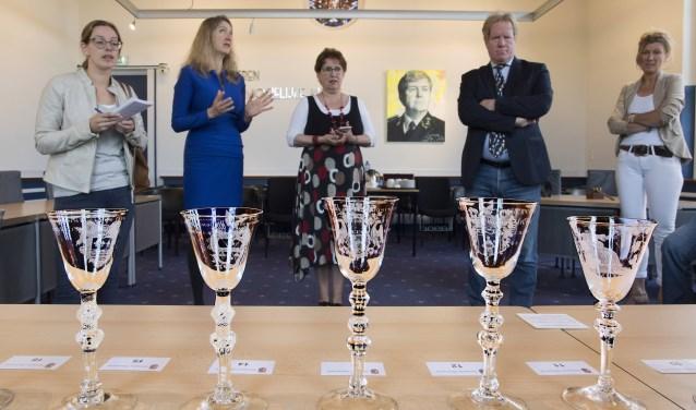 De bijzondere collectie glazen wordt tentoongesteld in het Historisch Museum Den Briel (Foto: Jos Uijtdehaage)
