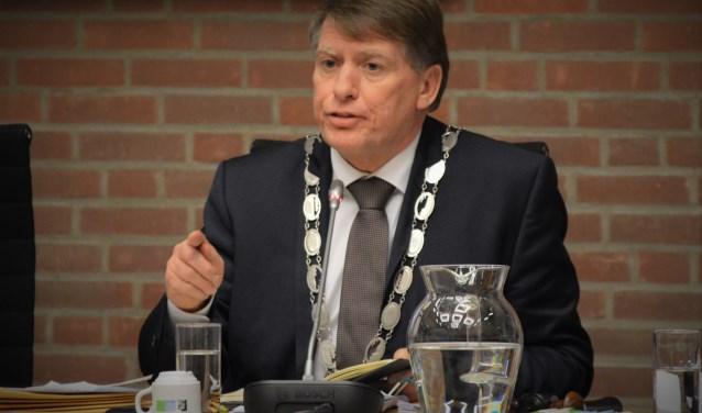 Sjaak van der Tak hangt zijn ambtsketen deze week aan de wilgen. (Foto: WB)