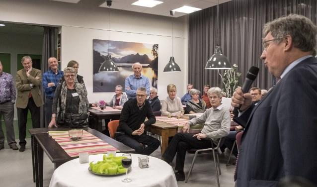 Burgemeester Gregor Rensen sprak van een fijn leefklimaat in Nieuwland - Fotografie: Jos Uijtdehaage