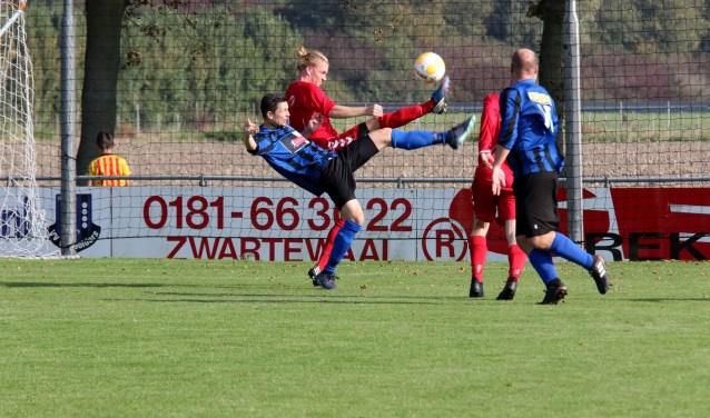 SC Botlek kwam er zaterdag niet aan te pas in het duel bij streekgenoot Vierpolders.