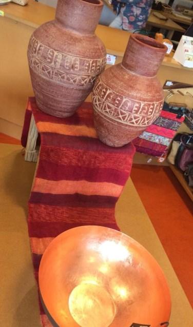Deze maand wil de WereldWinkel Sjaal met een Verhaal onder de aandacht brengen. Op alle shawls  geldt dan een korting van 20%.