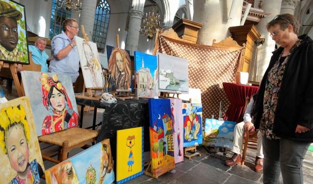 Vol enthousiasme lieten de deelnemers hun werk zien aan de bezoekers (Foto: John Biert)