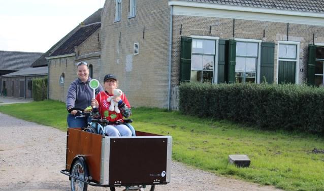 De rolstoelbakfiets maakt het mogelijk om een kind in een rolstoel ook te laten genieten van de natuur. (Foto: Annette den Dulk)
