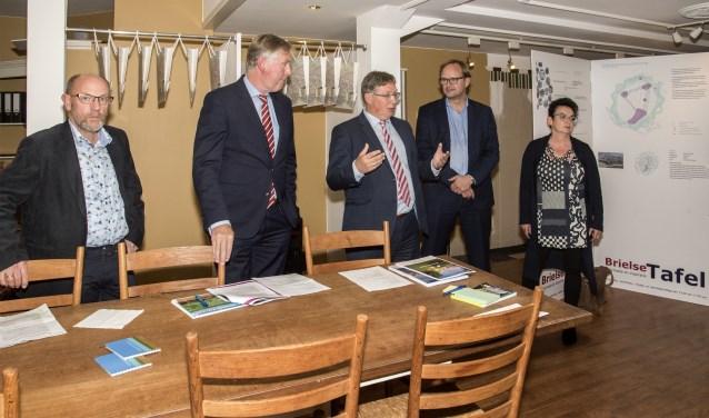 Bij een presentatie van het college begin oktober werden de plannen voor de Brielse binnenstad verduidelijkt. Foto: Jos Uijtdehaage