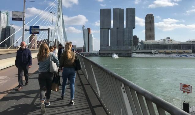 Na een excursie naar Rotterdam op donderdag werd de week afgesloten met een gezamenlijk kunstproject.