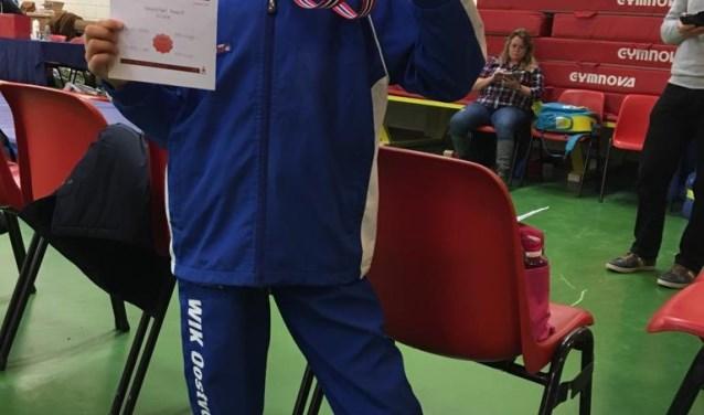 WIK-turnster Stella veroverde een bronzen medaille in de turncompetitie van Voorne-Putten en Rozenburg.
