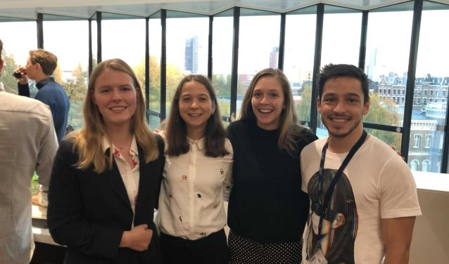 Linda van Kamp (tweede van links) won de eerste prijs. Foto: (PR)