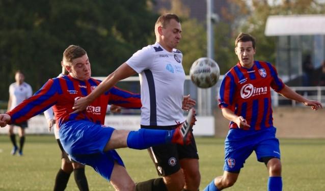 Nieuwenhoorn kreeg zaterdag Kethel Spaland op bezoek en scoorde pas in de slotminuut de gelijkmaker,  1-1. Fotografie: Theo van Kralingen
