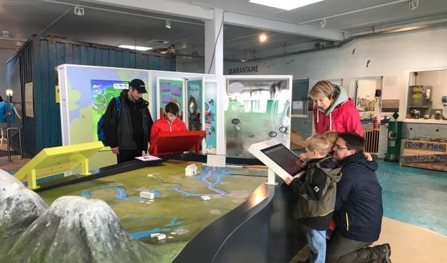 Deze tentoonstelling brengt de terugkeer van de dynamische deltanatuur van het Haringvliet, en de gevolgen voor de kleinste bergbeekjes elders in Europa, in beeld.
