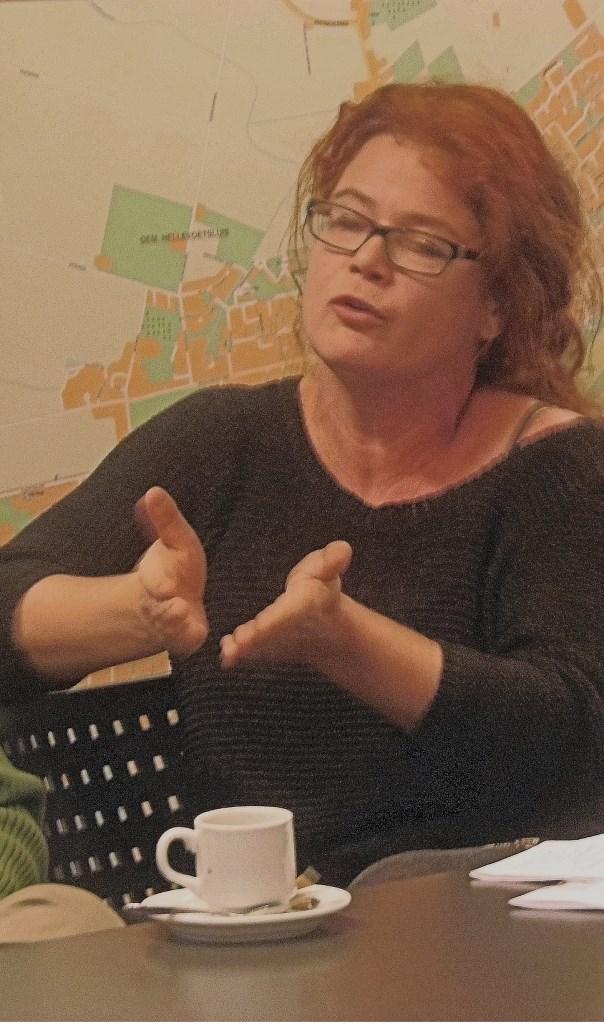 Heidi van Noort legt haar standpunt uit Foto:  © GrootHellevoet.nl