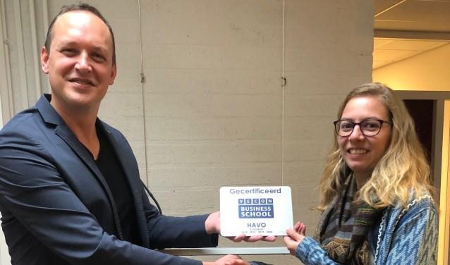 Donderdag 29 november ontving de school het Vecon Business School certificaat.
