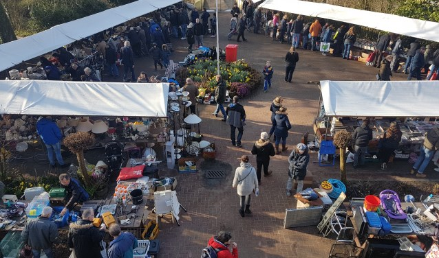 De rommelmarkt in Tinte wordt ieder jaar goed bezocht