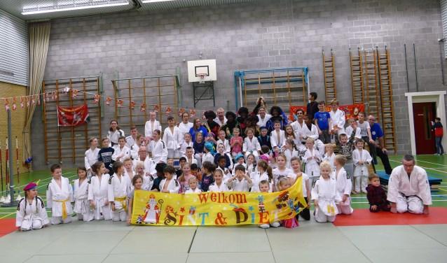 Judoclub Ichikan vierde vorige week vrijdag massaal het Sinterklaasfeest in SCC De Merel in Rockanje.